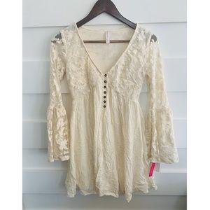 🆕NWT- Xhiliration Lace Bell Sleeve Dress